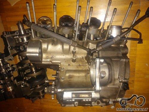 Suzuki GSF 600 variklis dalimis