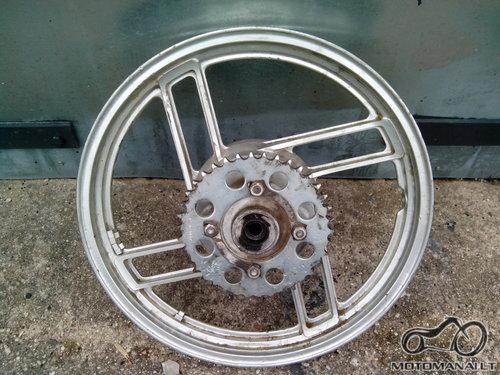 YAMAHA Galinis ratas R18