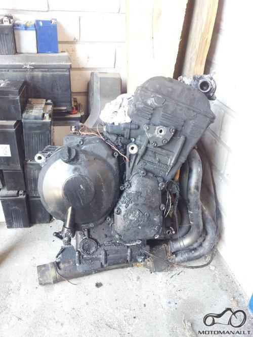 YAMAHA'03 R1'o variklis