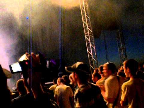 Selas mėto mikrofona į žiūrovus. BikeShow Millenium 2011
