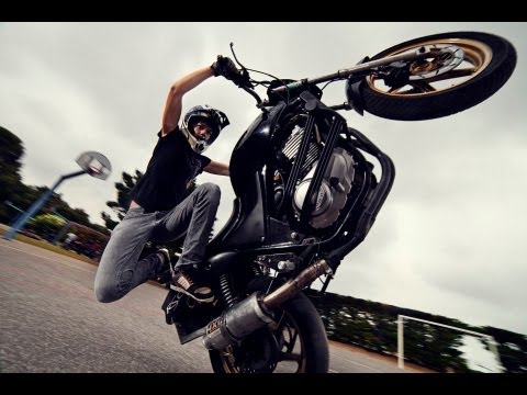 Sarah Lezito - Female Streetbike Freestyler 2011