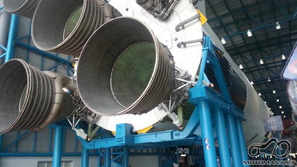 Apollo raketa, ilgis(t.y ausktis) 110 metru