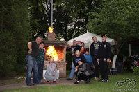 Užkūrėm ugnį dešrelėms :D