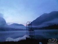 Vakaras prie ežero