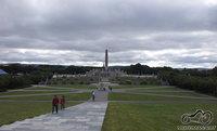 Pagrindinis aikštės obeliskas