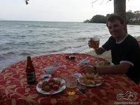 Vakarienė ant jūros kranto(bukvaliai! arčiau jau nėra kur, nes sūrus vanduo biški taškosi) :)