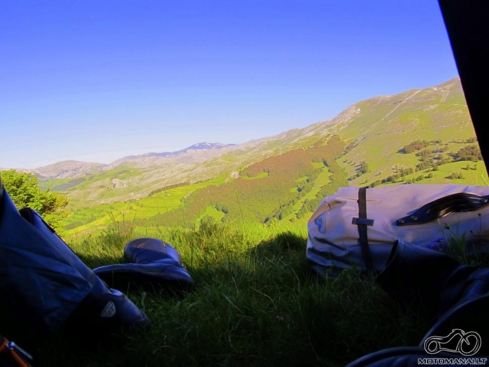 Vaizdas ryte iš palapinės