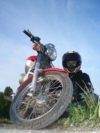 Vakare, su savo Motorcycle