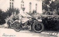 Besiruošiant į medžioklę 1932 m. liepos 23 d.