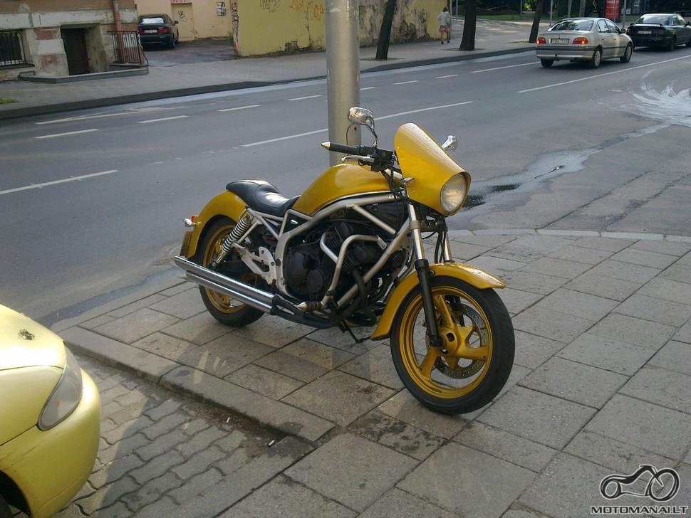 Pylimo gatvės customas Yamaha xj
