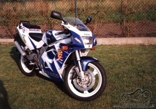 Renkamės motorolerį iki 125cc