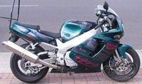 Yamaha FZR 750 ar Suzuki GSX-R 750