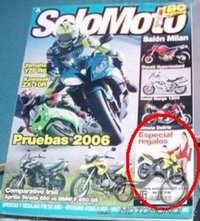 ATSAKYTA - Sandra R. Ros pozuoja šalia KAWASAKI ER-6N motociklo