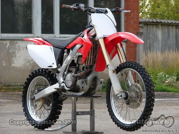 2009 lapkritį Latvijoje pavogti Honda CRF450R ir Yamaha YZF426