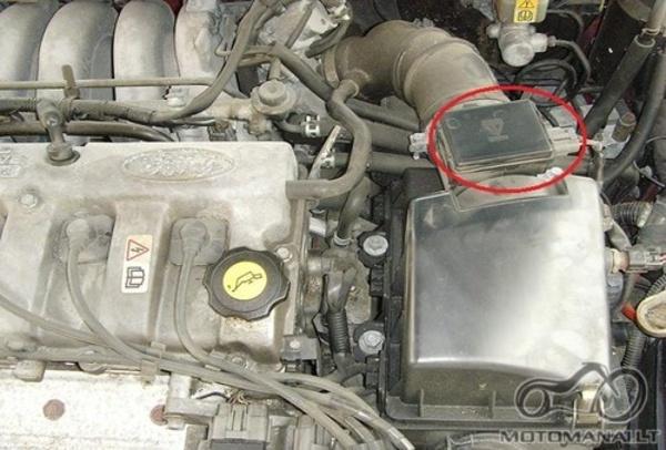 Nedirba vienas cilindras. Suzuki SV1000