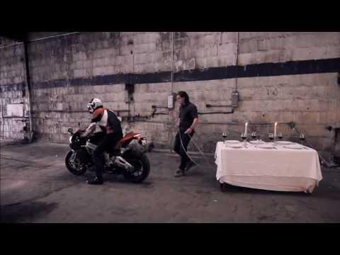 Aprilia RSV4: Tablecloth Trick - Motoroids.com