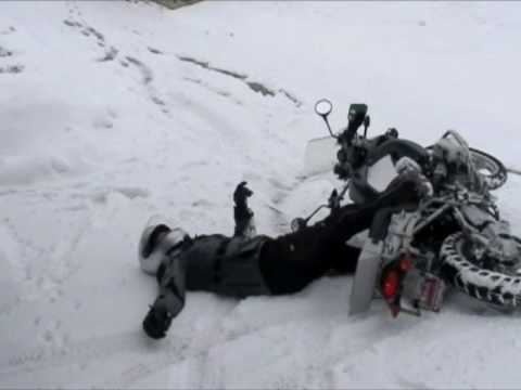 BMW R1200GS Crashing in the Snow