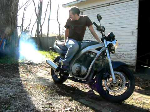 Smoking Suzuki GS500