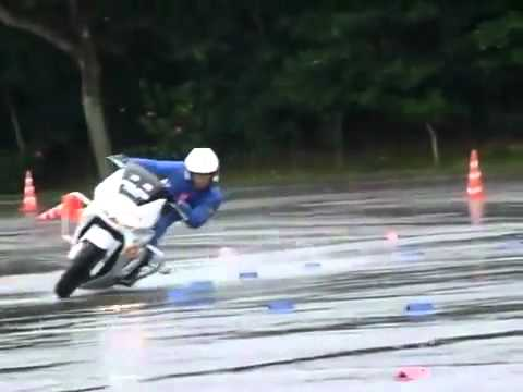 Honda VFR 800 P Wet Course