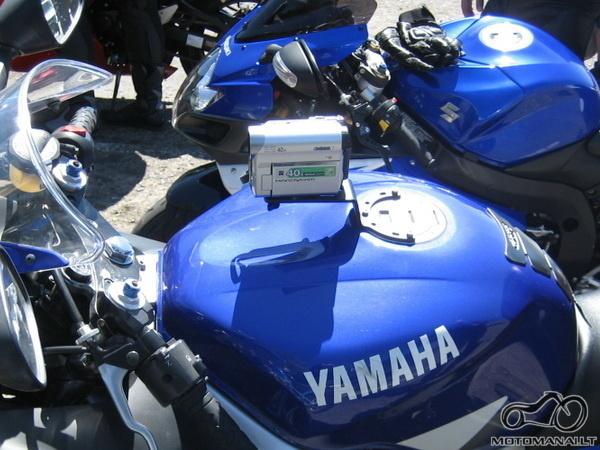 Filmavimo kamera ant motociklo