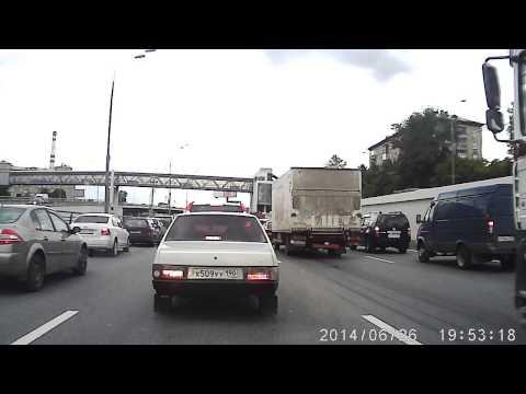 Нарушение ПДД. Мотоциклист наказал чурку.