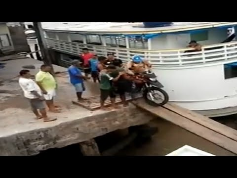 LiveLeak - Motorcycle Diving
