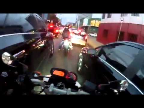 this crazy dude shows how to ride a motorbike during rush hour - WIN
