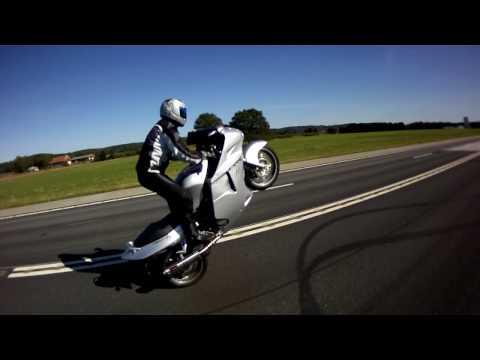Honda blackbird wheelie 1
