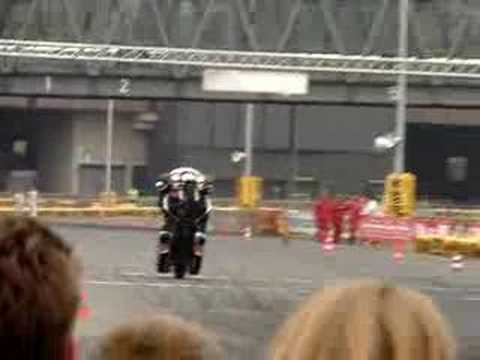 Big Harley 's wheelie - Intermot 2006