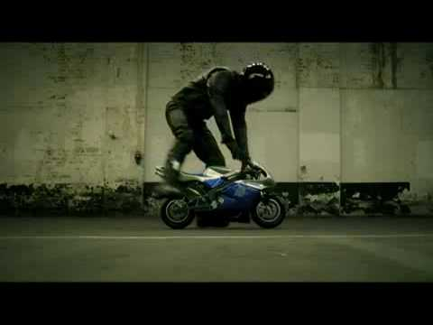 Yamaha R1 (funny commercial)
