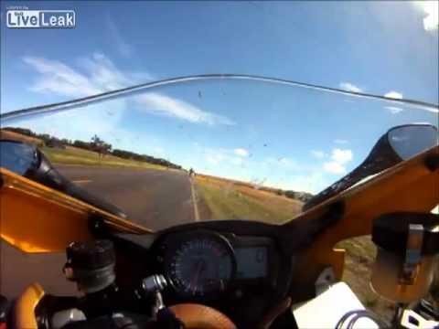 Сюрприз для мотоциклиста на скорости 250 км/ч