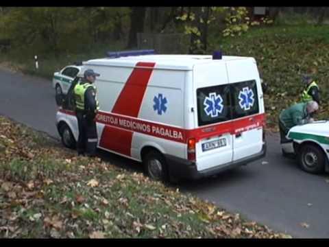 Nuo patrulių sprukęs motociklas rėžėsi į policijos mašiną