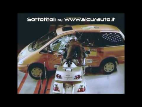 Honda Goldwing, crash test ADAC. La prima moto con l'airbag [SUB ITA]