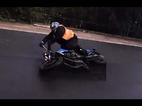 A motorcyclist crashes on a lesson. (read description first)