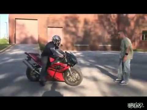Идиот Первый раз на мотоцикле , быть беде .
