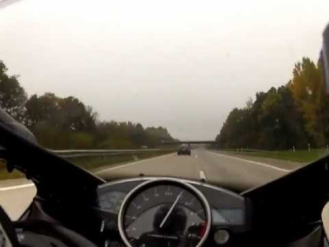 Yamaha R1 vs C63 AMG 535PS Vmax 310