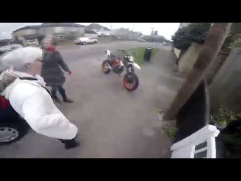 Biker Help an Elderly Lady in Random Act of Kindness