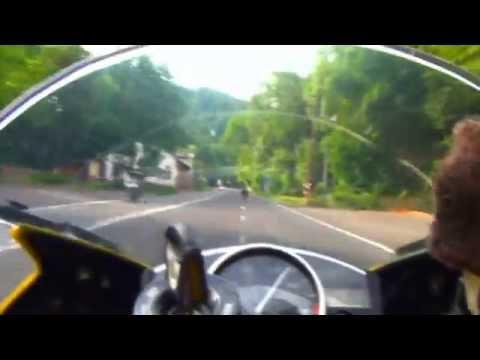 - Yamaha R6 chasing Ninja ZX-10R -