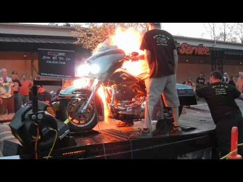 Harley Davidson Nitrous Explosion Smokin HD Dyno Shooout