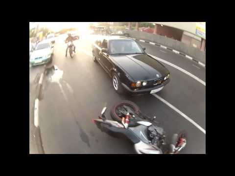BMW vs motorcycle confrontation roadrage in Russia on dashcam