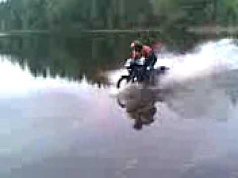 Pakatuskes (Domiko skrydis per vandeni...;)