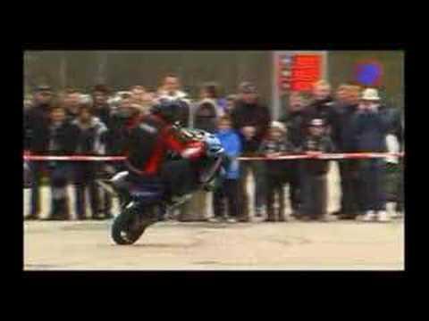 Andreas Gustafsson Yamaha R6 stunt