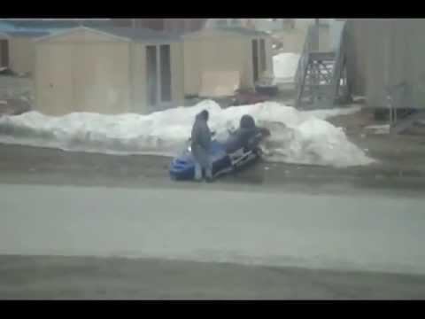 Drunk driver on a snowmobile Пьяный водитель на снегоходе
