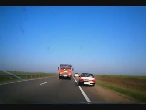 Truck left in the forehead КамАЗ выехал в лоб
