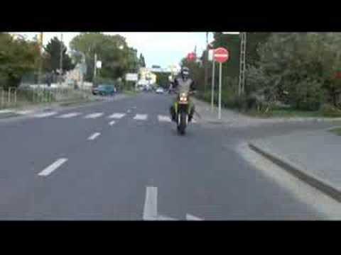 Kaip vairuoti motocikla viena ranka