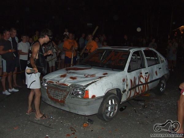 Daužė Opelį (taip jam ir reik)