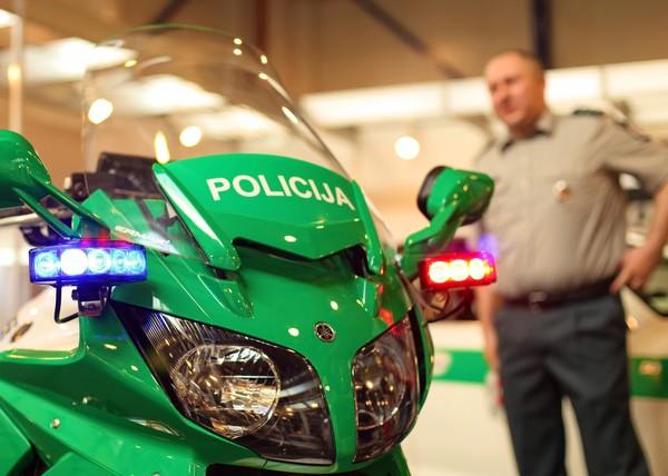 Motopolicija (is irangos tik signalai sviesu/garso ir racija, greiti matuoja pagal save matyt)